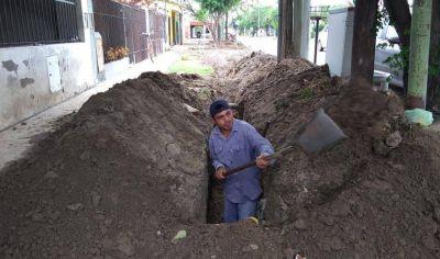 Vecinos y municipio bandeño amplían la red de desagües juntos