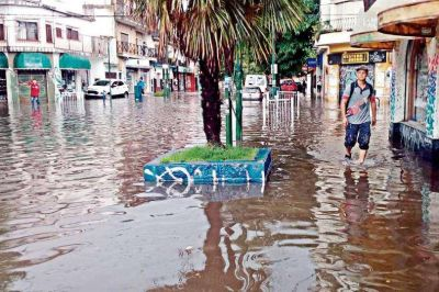 Inundaciones e interrupciones en el tránsito de automovilistas
