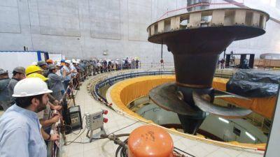 Realizan tareas de rehabilitación de una turbina para ampliar y mantener la potencia instalada de la central hidroeléctrica