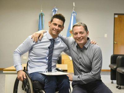 Fernando Gray entregó subsidio por más de 800 mil pesos a deportista echeverriano