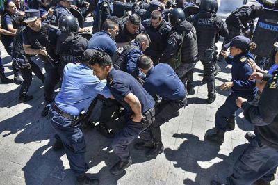 Los docentes paran en todo el país por la represión en Chubut