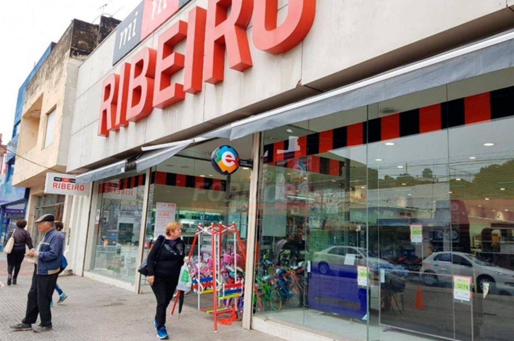 Ribeiro en estado de alerta: Cerró más locales y debe sueldos y aguinaldos