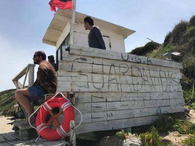 """El Balneario """"La Lejana"""" aún no abrió sus puertas y ya se desató un conflicto con guardavidas"""