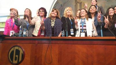 Las sindicalistas que se hicieron lugar en el plenario de la CGT