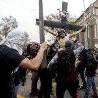 Obispos de Chile rechazan saqueo y profanación de iglesia en Santiago