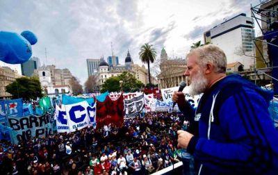 Los Movimientos Populares llamaron a movilizar contra el golpe de estado en Bolivia