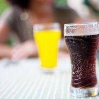 El 48 % de los niños y niñas toman dos vasos al día de bebidas azucaradas, según un estudio