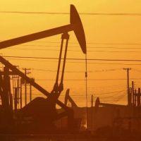 Irán descubre un campo petrolero con reservas de 53.000 millones de barriles