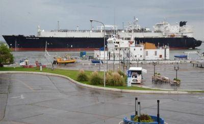Realizan una primera exportación histórica de GNL a gran escala