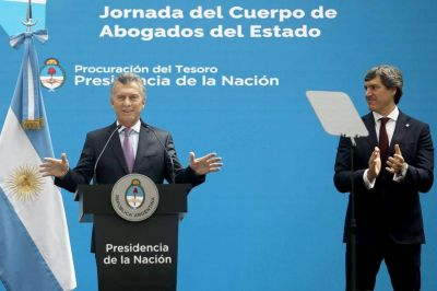 Mauricio Macri firma el decreto que transfiere a la Justicia el programa de testigos protegidos