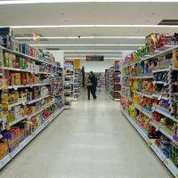 Bancos propusieron devolver el IVA de los alimentos esenciales directo a los consumidores de bajos recursos