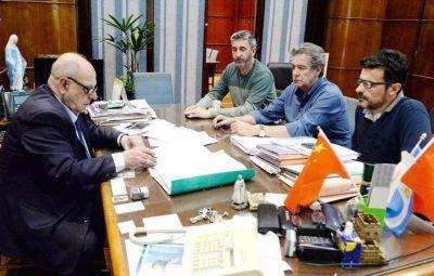 Arroyo rubricó el acuerdo tripartito para el sostenimiento del Sistema Educativo Municipal