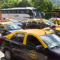 Viviani convoca nuevas protestas de taxistas en rechazo de Uber y Cabify