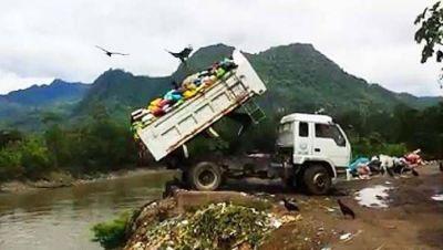 Cada minuto, el equivalente a un camión de basura lleno de plásticos se arroja al mar
