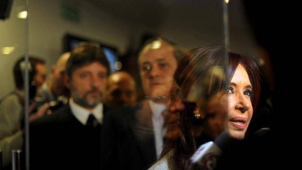 Cristina vuelve de Cuba y se empieza a definir la conducción de YPF