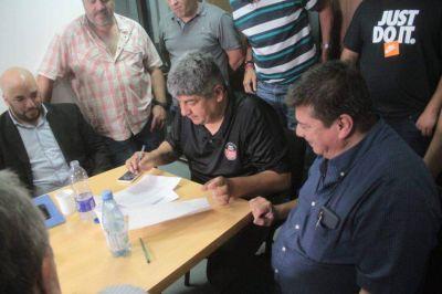 Pablo Moyano logró la continuidad laboral de 140 trabajadores de YPF