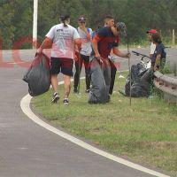 Recicladores limpiaron la ruta tras la FDD: colectaron gran cantidad de residuos