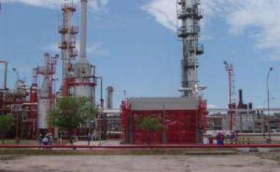 La destilería de Refinor en Campo Durán enfrenta una situación crítica