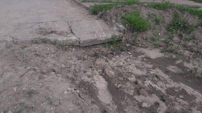Abandono de obras en barrio Sarmiento