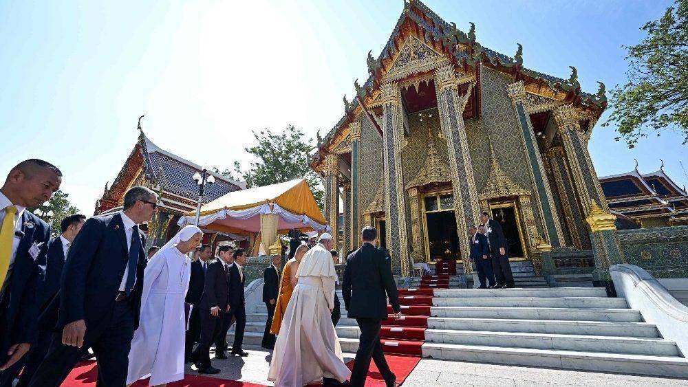 """El Papa al Patriarca Budista: """"gracias por permitir libertad de práctica religiosa"""""""