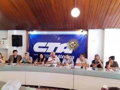 En un gesto de apertura sindical, Arroyo visitó la CTA Autónoma y se llevó una invitación para que Alberto visite la central