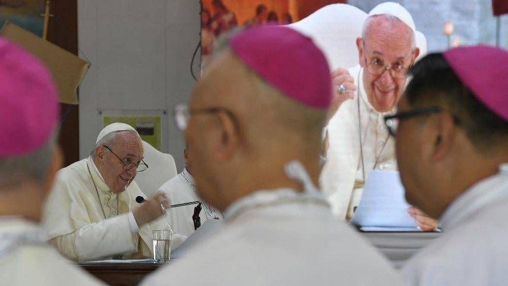 """El Papa a obispos tailandeses: """"sean padres de su pueblo, no clericalicen la misión"""""""
