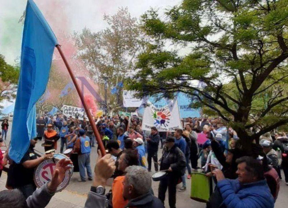 López se despide de la intendencia en medio de paros y movilizaciones de los trabajadores