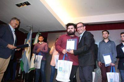 El Senador Luis Vivona entrego premiós a Escuelas Técnicas