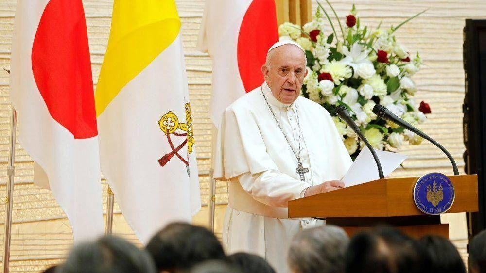 El Papa a las Autoridades: El diálogo es la única arma digna del ser humano