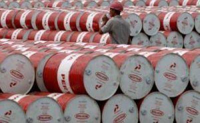 Golpe a las petroleras: la jueza no anuló la validez del congelamiento del barril
