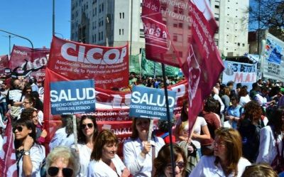 Crisis en la salud pública: médicos bonaerenses preparan una jornada de protesta contra Vidal