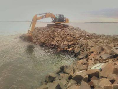 Mientras concluyen obras en Ituzaingó, la EBY avanza con las defensas de Apipé