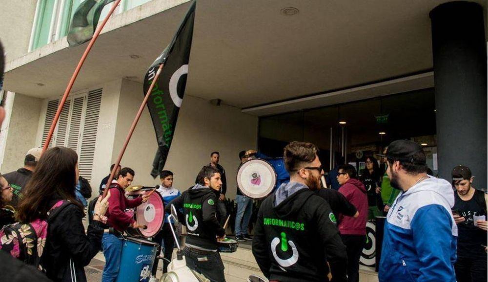 Informáticos protestaron contra los despidos en Indra