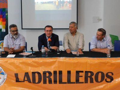 Con la presencia de Héctor Daer y Gerardo Martínez se desarrolló la segunda jornada nacional sobre la actividad ladrillera