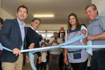 Di Césare inauguró el nuevo edificio del Jardín 905 de Otamendi
