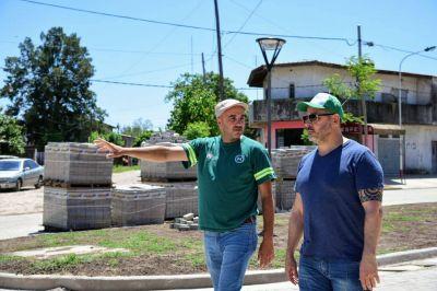 Gustavo Menéndez recorrió el avance de obra en Barrio El Cortijo