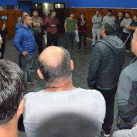 YPF amenaza con bajar dos equipos y despedir 80 empleados en Santa Cruz