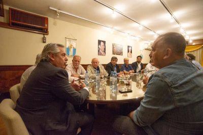 Alberto Fernández se reunió con dirigentes gremiales en camioneros