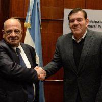 """Arroyo le deja a Montenegro un protocolo para una """"eficaz selección"""" del personal municipal"""