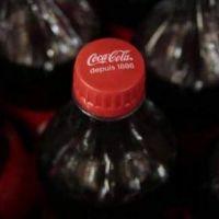 Coca-Cola se compromete a reducir las emisiones de sus operaciones directas en un 50% a 2025