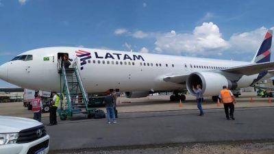 Los gremios de aeronavegantes realizan un paro sorpresivo que afecta a los vuelos en Aeroparque y Ezeiza