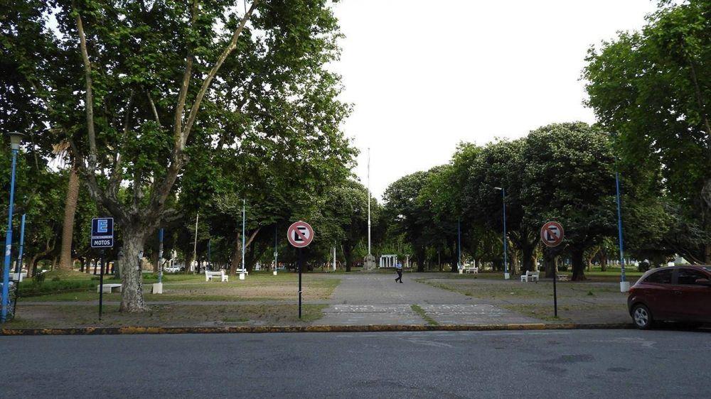 """Comerciantes locales pintarán los cordones de la plaza """"Dardo Rocha"""""""