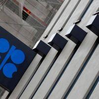 Comité de OPEP+ aconseja reducir oferta en medio millón de barriles diarios