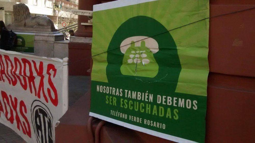 Sentada de las trabajadoras de teléfono verde en Rosario