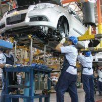 Más retrocesos: la industria bajó 2,3% en octubre y la construcción 9,5%