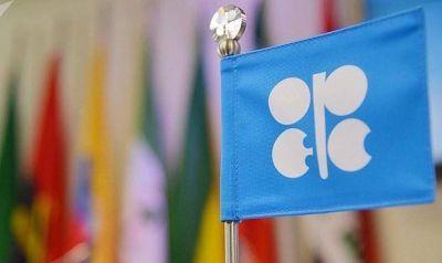 La OPEP y Rusia acuerdan un recorte adicional de medio millón de barriles diarios