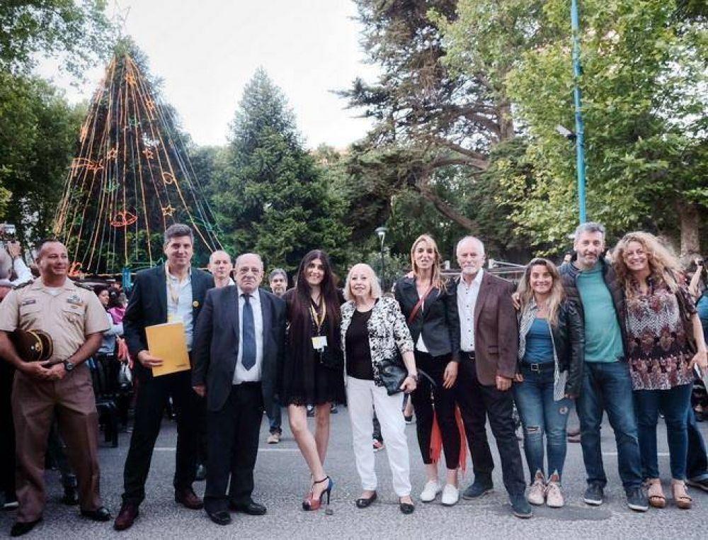 La Navidad volvió a Plaza San Martín con el encendido del tradicional árbol luego de largo tiempo