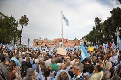Macri insiste en mostrarse como líder de la oposición pero estalló la rebelión en el Congreso