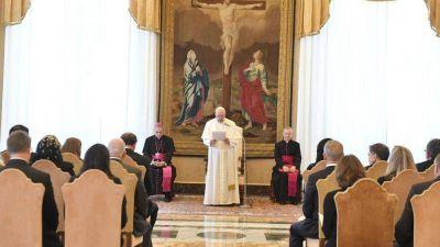 """El Papa: """"Los nuevos desafíos educativos exigen renovarse para hacer eficaz la misión"""""""