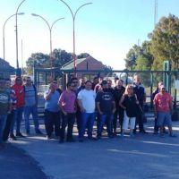 Petroleros paralizan empresa multinacional en Bahía Blanca por despidos